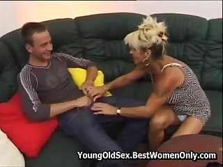 Hot Hairy Cougar Fucked And Squirting Young Gay blade