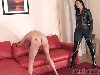 The Hunteress wants to undertake spanking for the best pleasure
