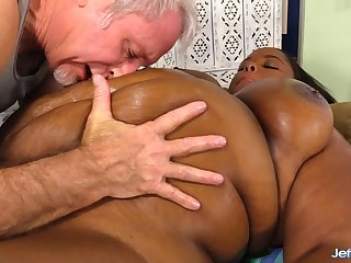 Baneful Plumper Olivia Leigh Lets a Masseur Worship Her Big Beautiful Body