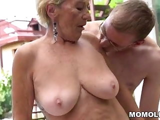 Granny hairy pussy on young dig up