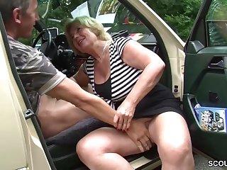 Granny slut motor vehicle sex Mutti ist Taxifahrerin und fickt gerne mal mit ihren Kunden