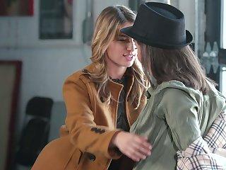 Experienced lesbian Casey Calvert gives a cunnilingus to lesbian newbie