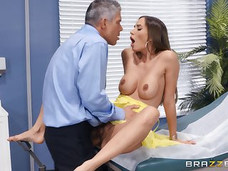 Bitch gets put emphasize dick in pretty harsh modes after a luring foreplay