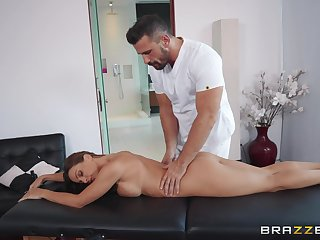 Nymph Mac sits on masseur's face during amazing massage sex