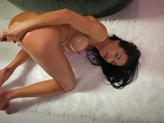 Solo woman pushes the limits by toying in the mood for a whore
