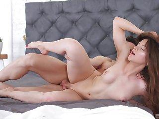 Slender girlfriend Mickey Moor enjoys having passionate morning sex