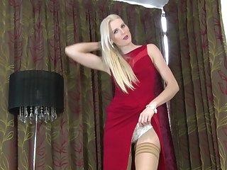 Skinny blonde cougar Lexi Lou drops her red dress to have some fun