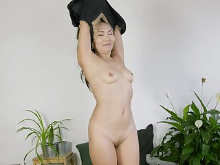 Pernicious mature wife Lira Kissy takes off her panties to play