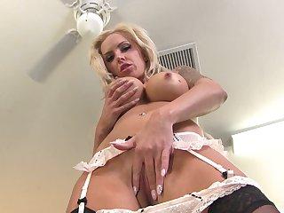 Cougar devours cock in mind blowing XXX POV