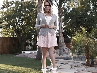 Pretty pornstar Emphasize Lux spreads her legs for a louring cock