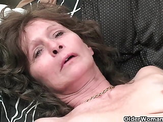 Granny hither saggy tits and muted pussy masturbates