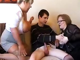 Grey fat slutty granny in pantyhoes fucked abiding in threesome